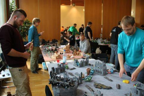 Szenenfoto des Klingenkreuzen-Turniers.