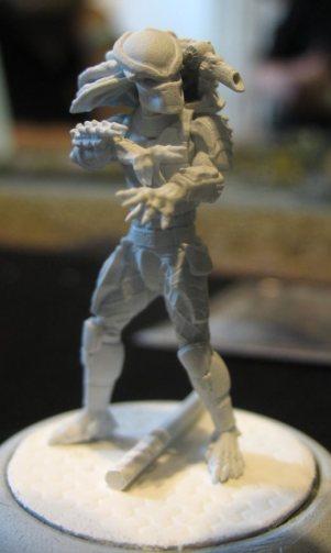 … und so sieht eine Miniatur davon in Nahaufnahme aus (grundiert)
