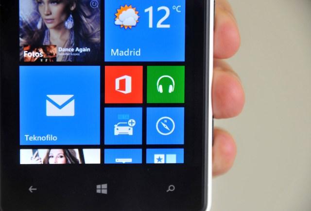 Nokia Lumia 820 - pantalla