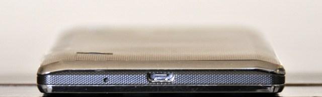 LG Optimus L9 - abajo