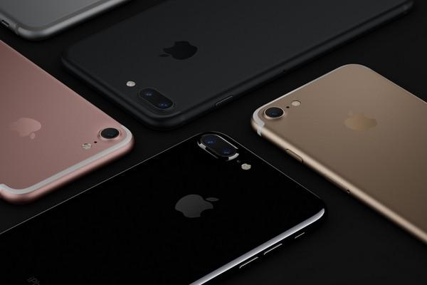 Attesa per iPhone 7: la novità è il colore nero lucido