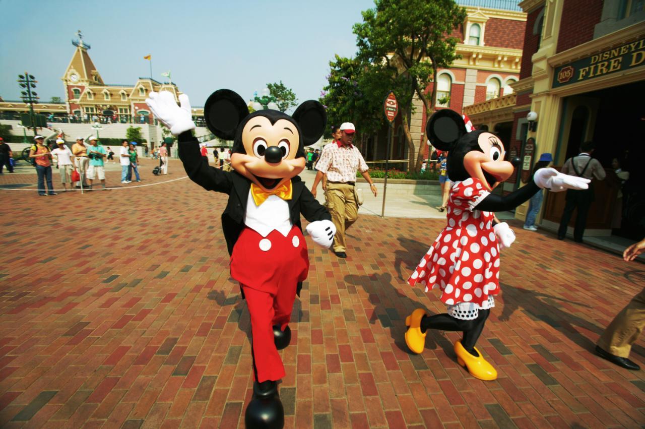 Animal Print Wallpaper Uk 17 Bizarre Things You Didn T Know About Working At Disney