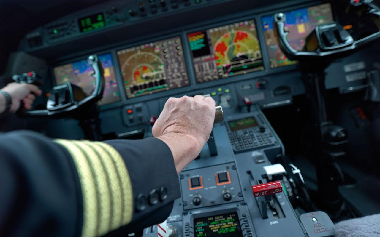 Commercial Pilot Wallpaper Hd The Five Coolest Buttons In A 747 Cockpit According To A