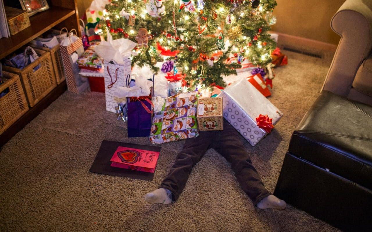 How Much Should You Spend On Christmas Presents This Year