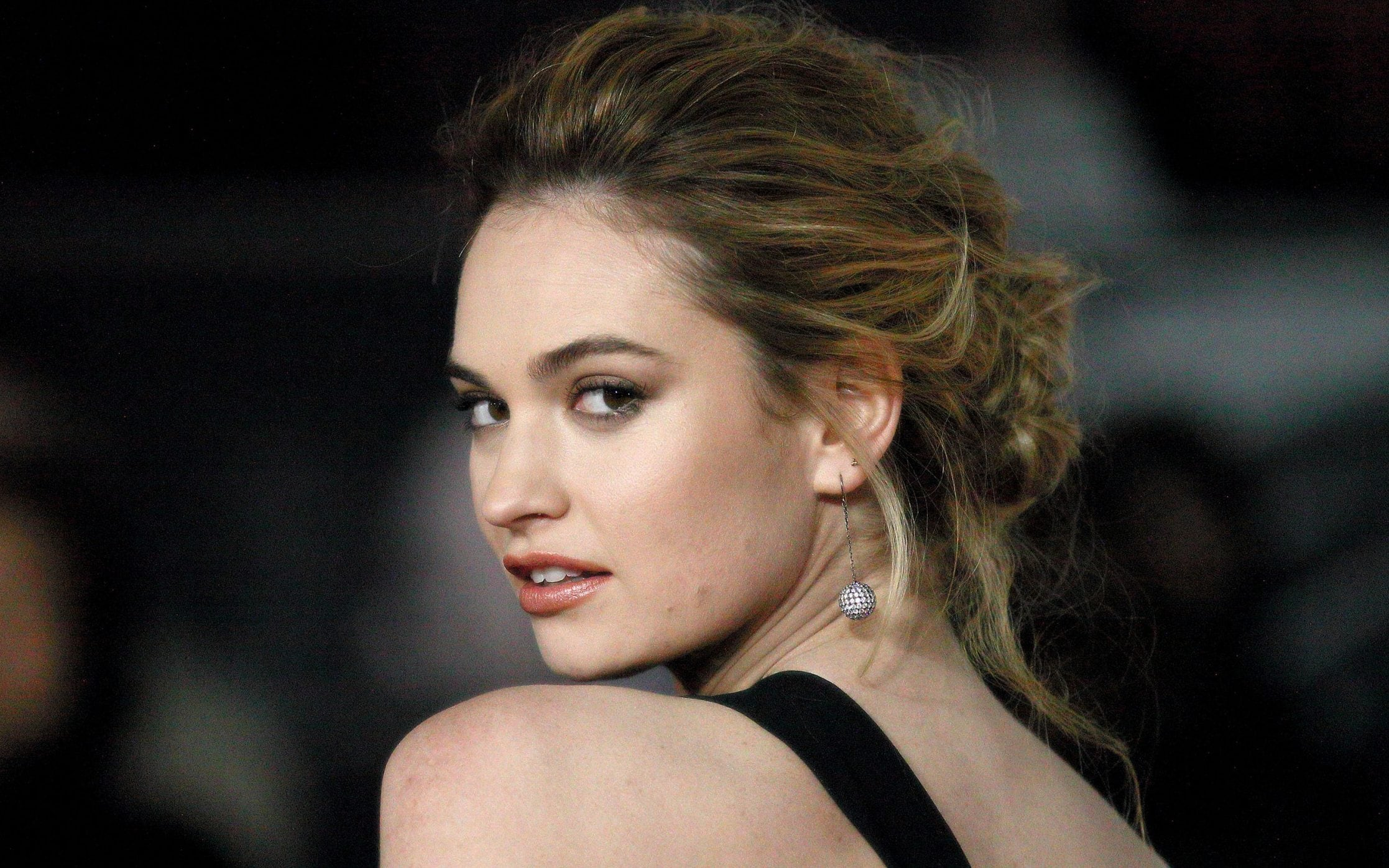 Film Actress Hd Wallpapers Lily James Interview How My Grandmother S War Diaries