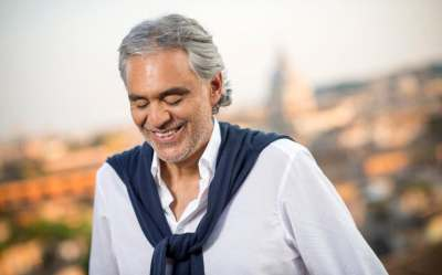 Andrea Bocelli performs Time to Say Goodbye (Con Te Partirò) to celebrate 20 years since Romanza