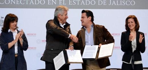 Firma del contrato entre la SCT y el Gobierno de Jalisco en el marco del proyecto México Conectado . Imagen: SCT
