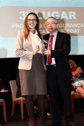 Alessandra Barea,diretora de marketing da Blue Coat com Milton Kaoru Kashiwakura, integrante do júri