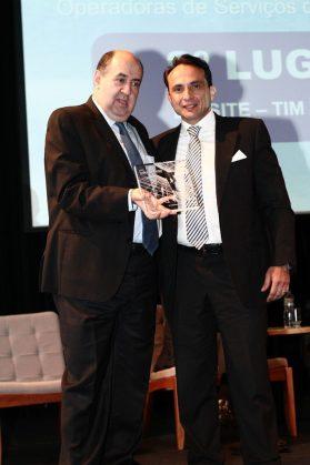 Marco Di Constanzo, diretor de engenharia da TIM Brasil com João Rezende, presidente da Anatel.