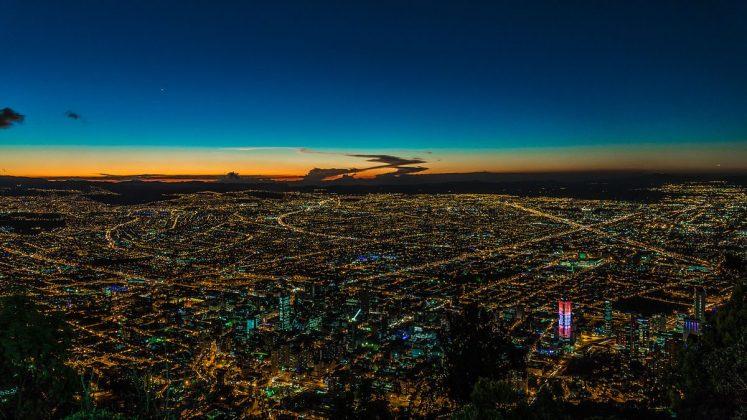 1200px-Bogota_Nocturna