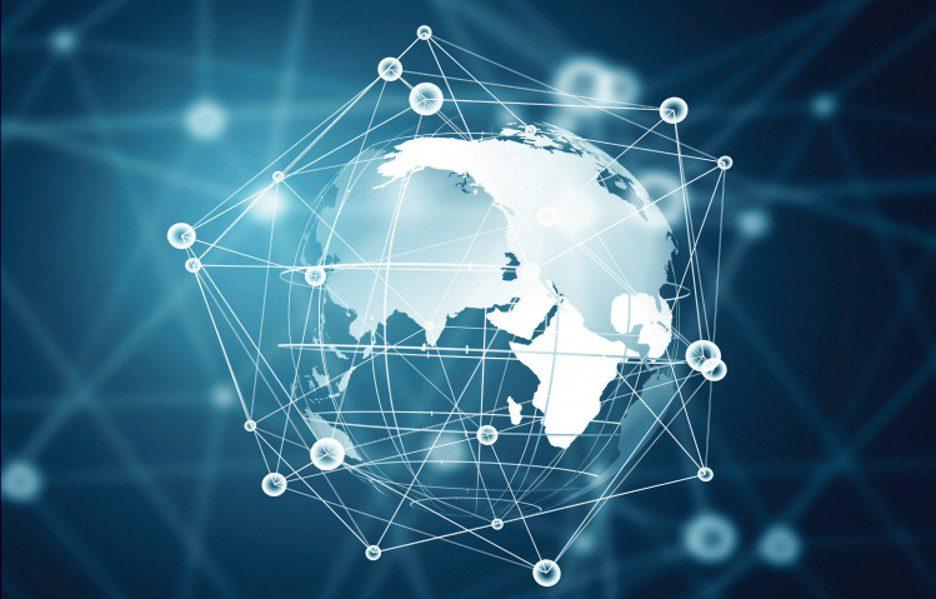 O mapa mostra a proporção de jovens entre 15 e 24 anos que se conecta à internet, por país. (Fonte: UIT)