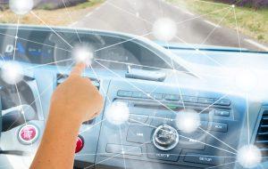 TeleSintese-IoT-Internet-das-Coisas-automacao-rede-conexao-carro-painel-Fotolia_124122125