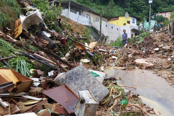 Mineiros poderão receber mensagens de alerta de desastres naturais