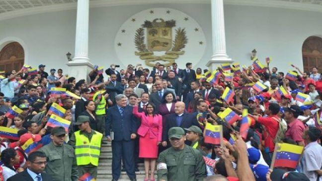 La presidenta de la ANC, Delcy Rodríguez, recibió a los gobernadores electos tras los comicios del pasado 15 de octubre.