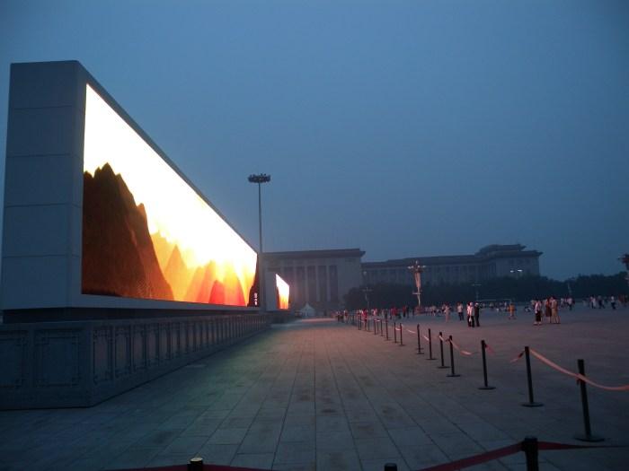 Schermi giganti a Tienanmen