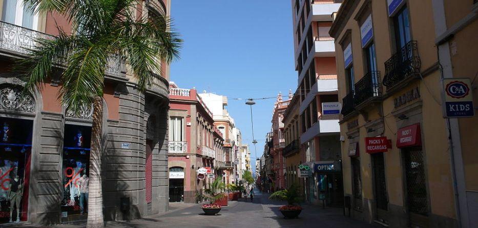 1024px-Calle_Castillo
