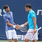 16-Djokovic and Zimo shake hands