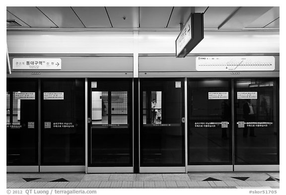 Black Screen Wallpaper Black And White Picture Photo Platform Screen Doors In