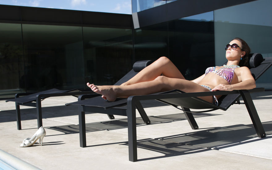 ROYAL BOTANIA Alura - Bain de soleil inclinable et empilable en aluminium - 3 couleurs