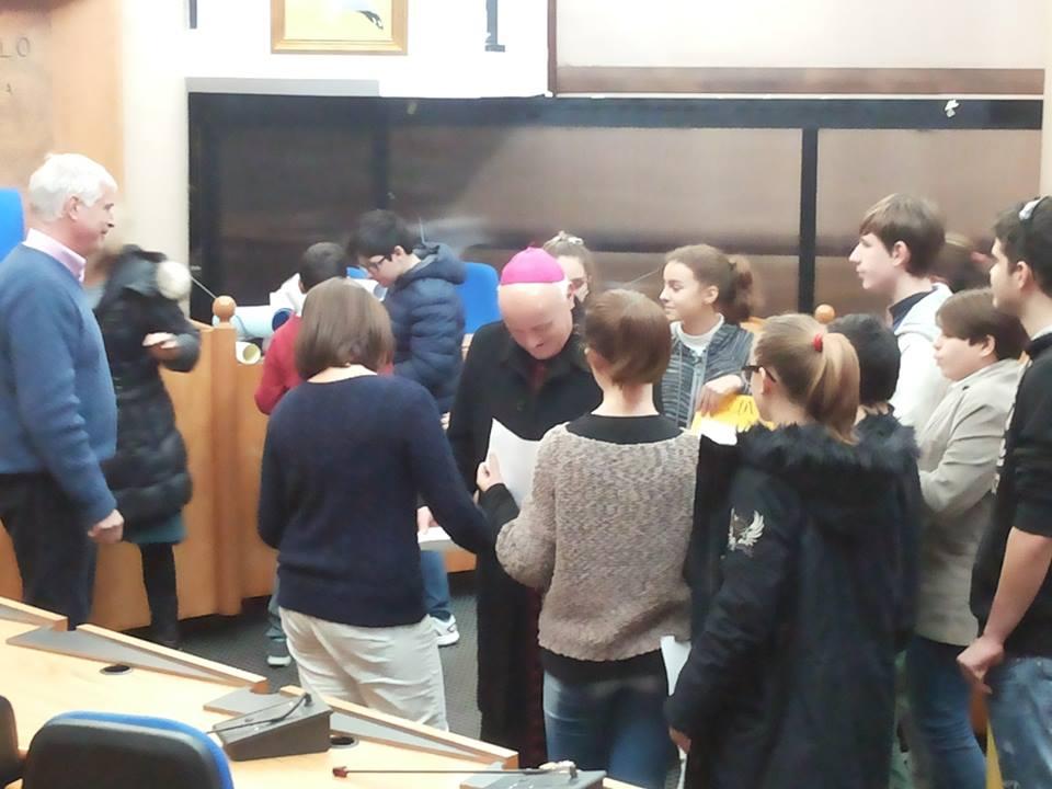 Ladispoli visita del vescovo alla corrado melone le for Alla maison di alessia