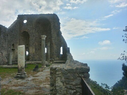 How to hike on the Amalfi Coast: routes for hiking from Ravello to Amalfi, Scala to Amalfi, and Ravello to Minori.