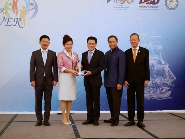 """""""สมาคมการค้า นวัตกรรมการพิมพ์ไทย (TINPA)"""" ขึ้นรับมอบรางวัล"""