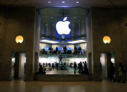 Apple Store Carrousel du Louvre in Paris