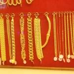 Disguised Monk Robs Gold Shop In Korat Bua Yai Market