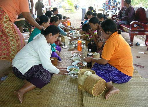 Thai women eating