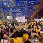 'Yellow Shirt' protesters cheer Thai PM