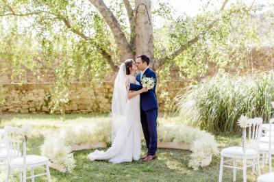 Circular wedding ceremony for an outdoor destination ...
