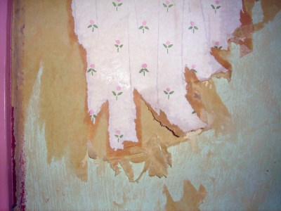 Renovation - Wallpaper Stripping | The Artsy Crafter