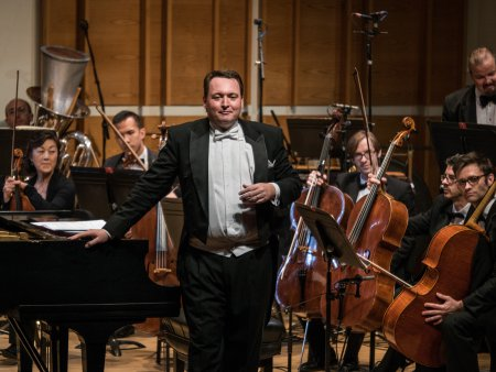 Music Director and conductor Erik Eino Ochsner and SONOS Chamber Orchestra at Merkin Hall (Photo credit: Paul Olivier Doury)