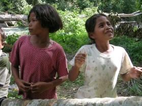 Asli girls singing