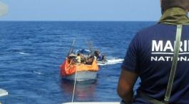 """Crédit photo : Marine nationale tirée du webdoc """"Lutter contre la piraterie maritime"""" (2010) : http://www.defense.gouv.fr/lutterContrePiraterieWeb/"""