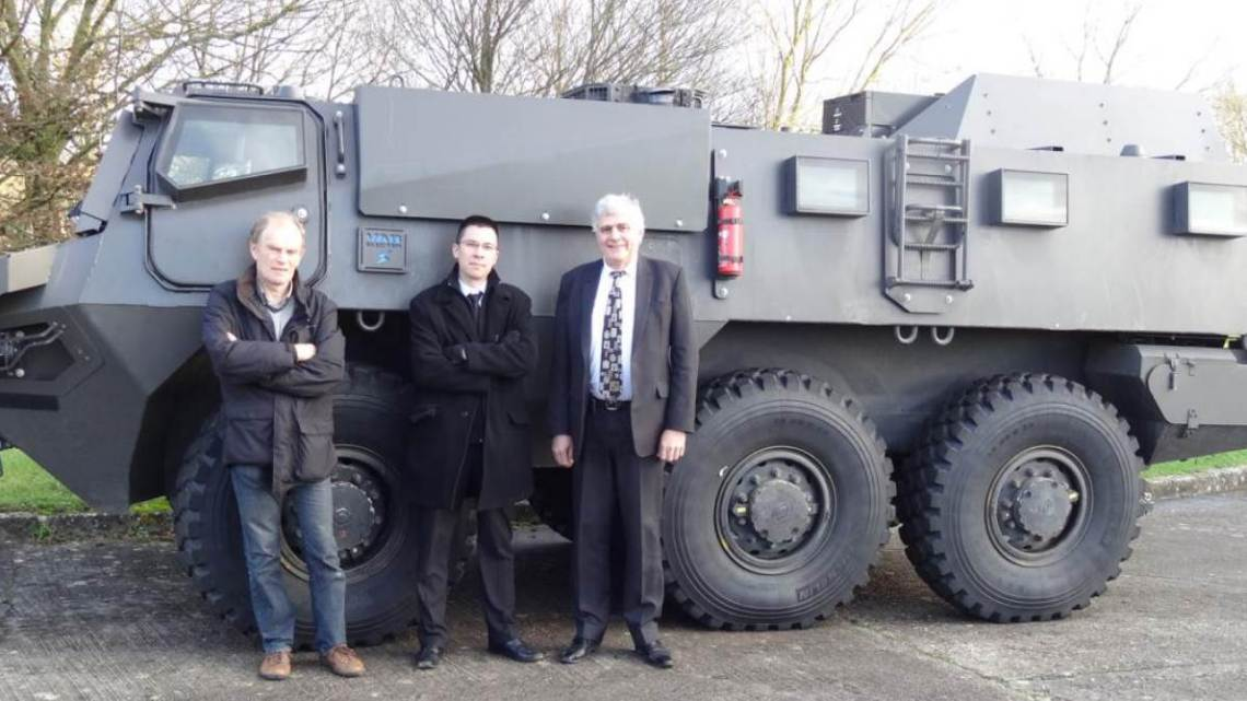The DGA technical head of the ELECTER PEA project: Nicolas Pham Dang. The DGA technical head of the ELECTER PEA assessment: Xavier Perdriau. Advanced Engineering RENAULT TRUCKS Defence: François Deloumeau.