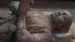 Bertrand du Guesclin, un gisant non royal à la basilique Saint-Denis;
