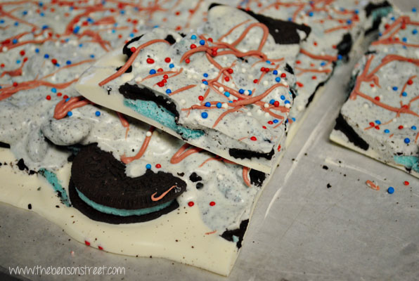Patriotic Cookie & Cream Bark at www.thebensonstreet.com