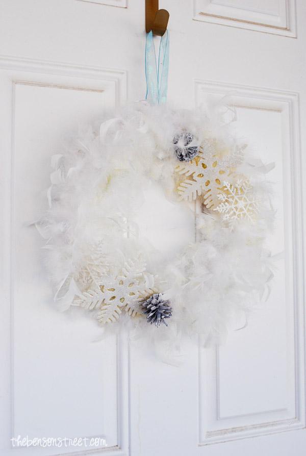 Easy Snowflake Wreath at thebensonstreet.com