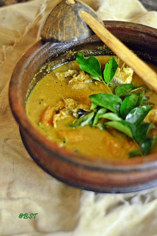3-varutharacha-meen-curry