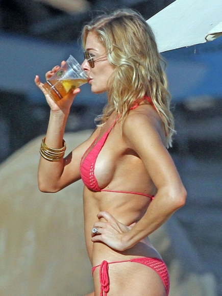 Leann-Rimes-Sexy-Red-Crochet-Bikini-Sipping-Beer
