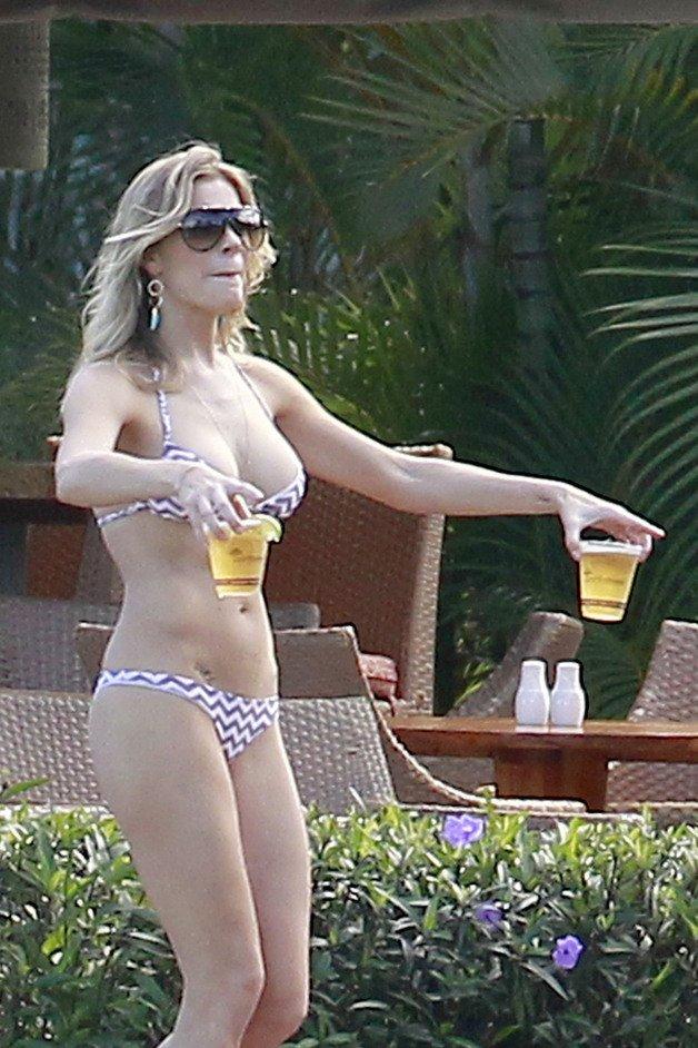 leann-rimes-bikini-beer-sexy