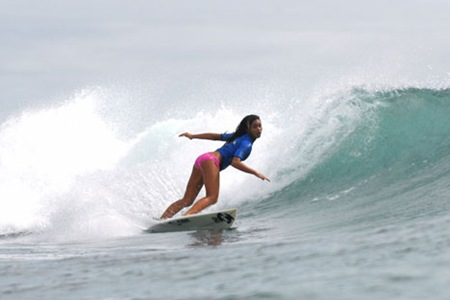 Malia-Jones-surfing