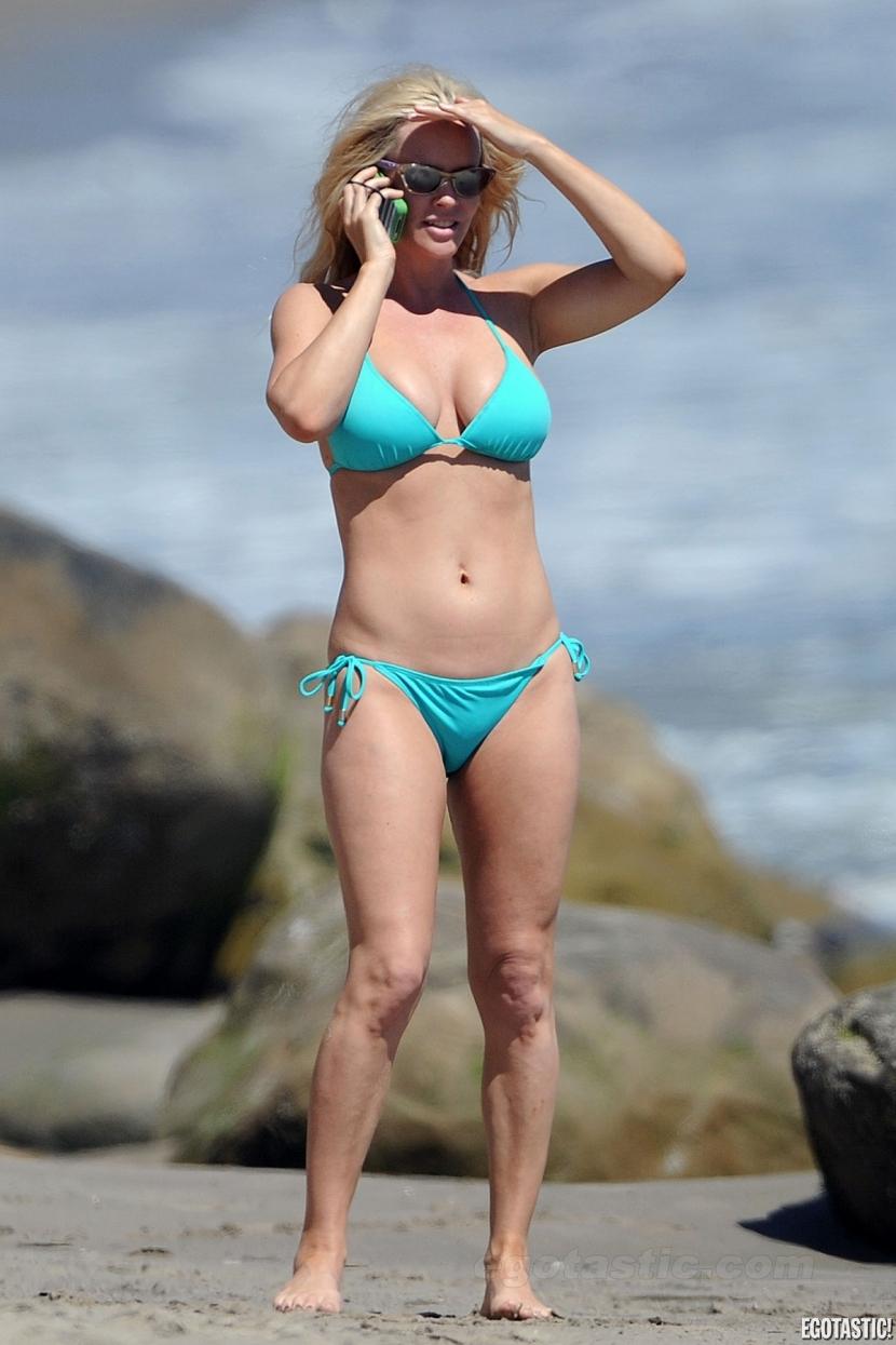 jenny mccarthy In Malibu Sexy Blye Teil Bikini