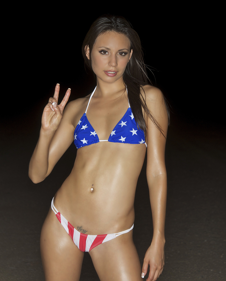 Suzy-Dorn-4th-of-July-Bikini-Pics-2