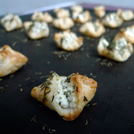 chevre-thyme-thym-goat-cheese-puff-pastry-feuillete-folhados-felipe-terrazzan-the-blind-taste