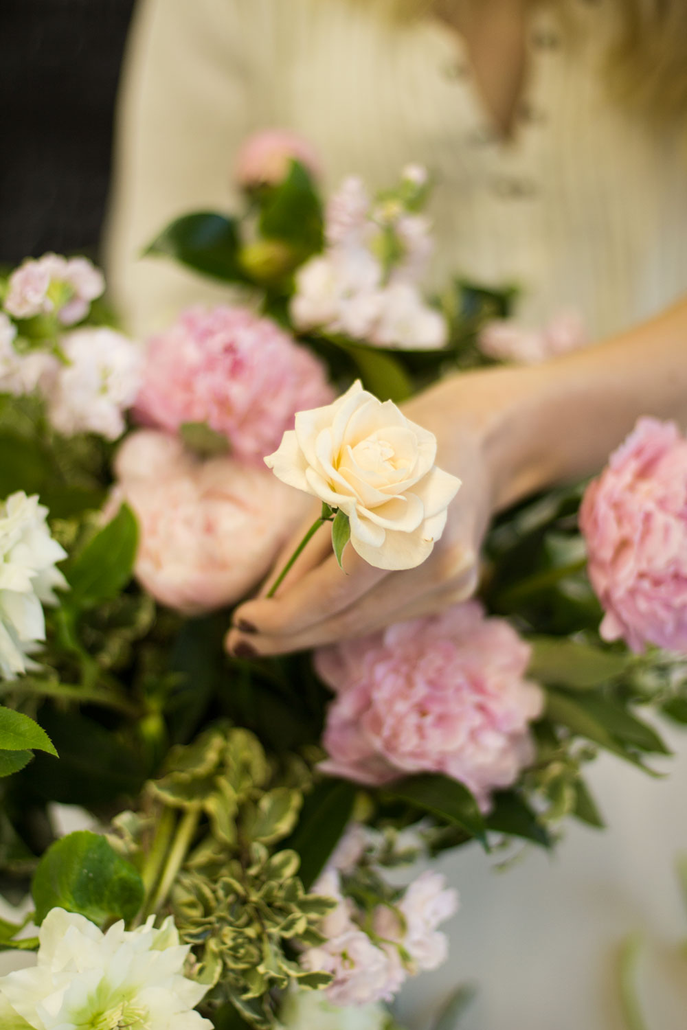 how_to_make_a_floral_centrepiece_6