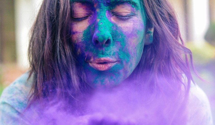 Meet Clumsy Traveler Paloma; girl blowing color from Holi festival in india