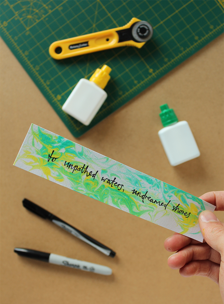 How to make a marbled bookmark with shaving foam