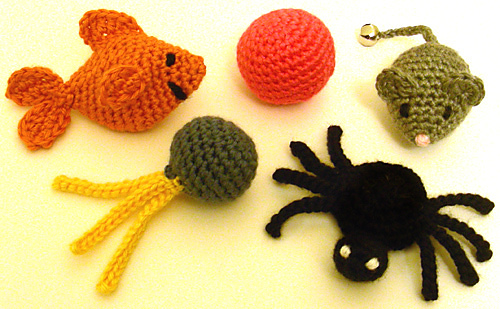 5 Quick Cat Toys by Rachel Choi (crochet spot)